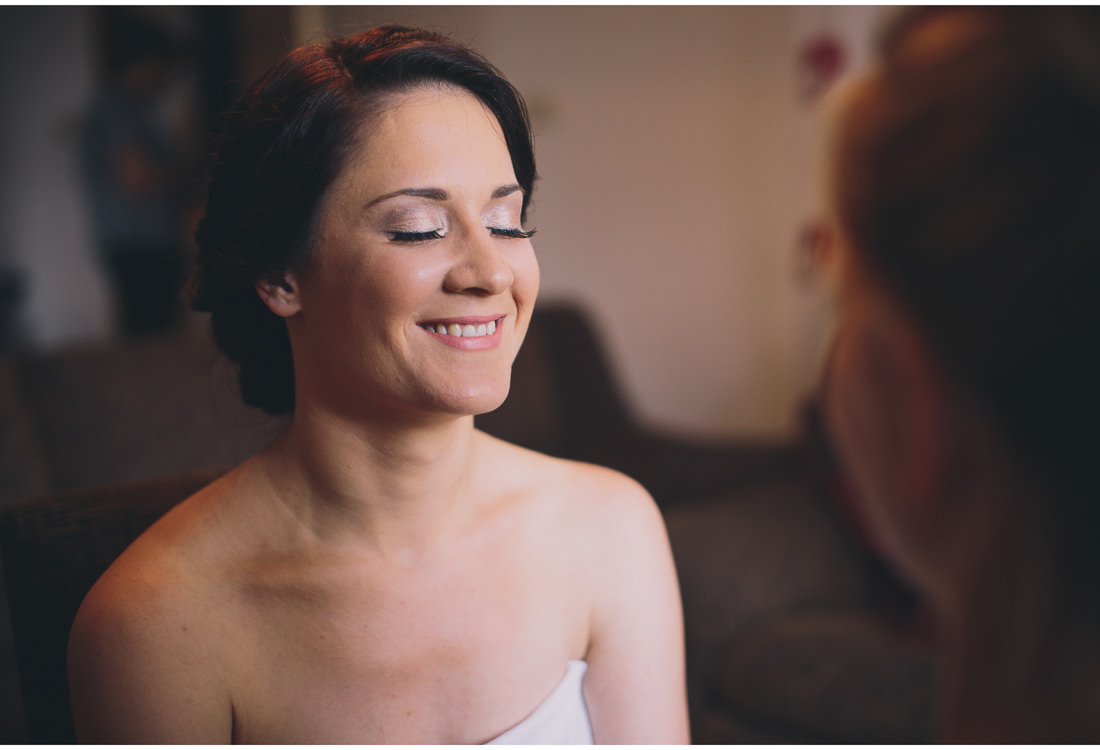 istria wedding bride putting makeup on