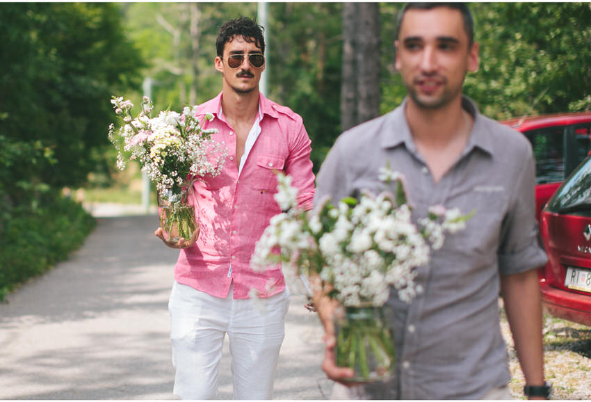 man caring flowers to a wedding