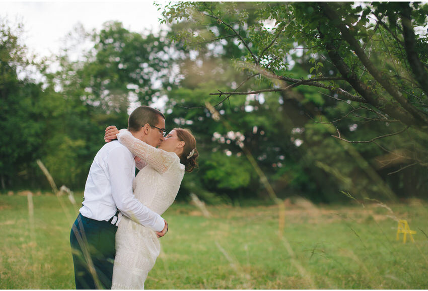 kiss in the forest wedding