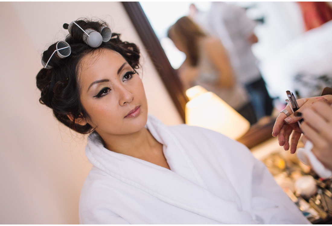 chinese bride getting ready for a wedding