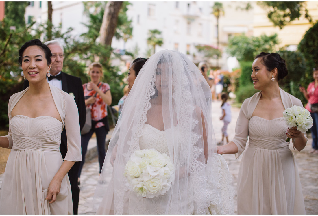 bride with maids of honor