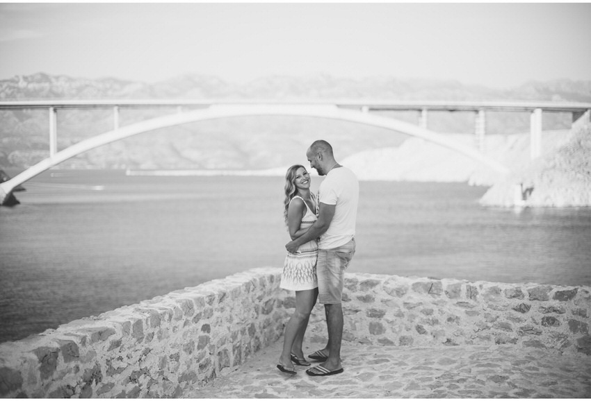 couple in frot of pag bride