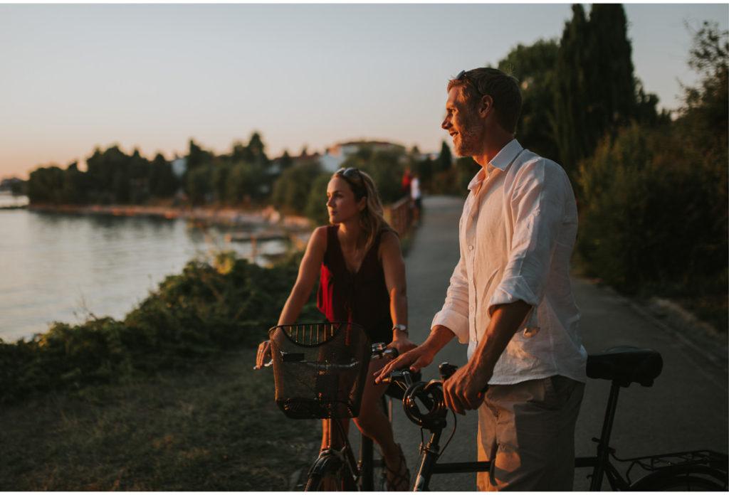 couple watching zadar sunset