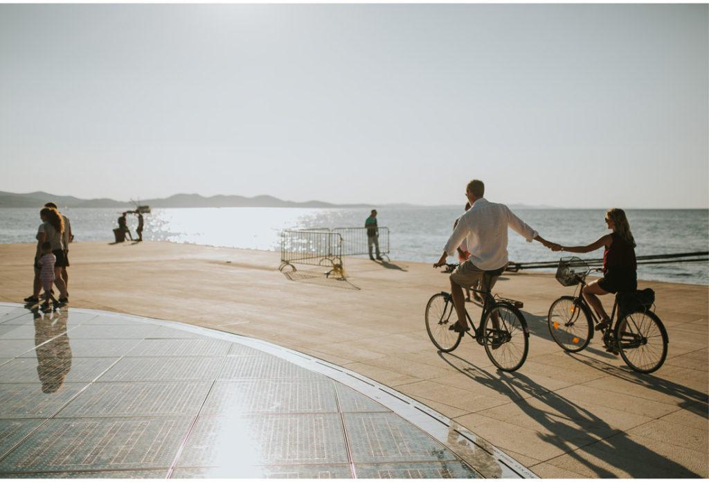 couple cycling in zadar