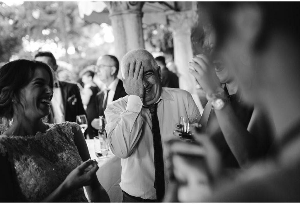 veseli gosti na vjencanju