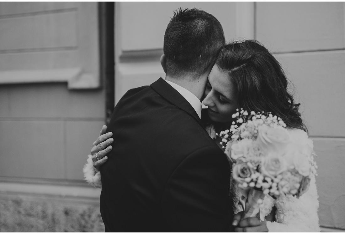 zaljubljeni par na vjencanju