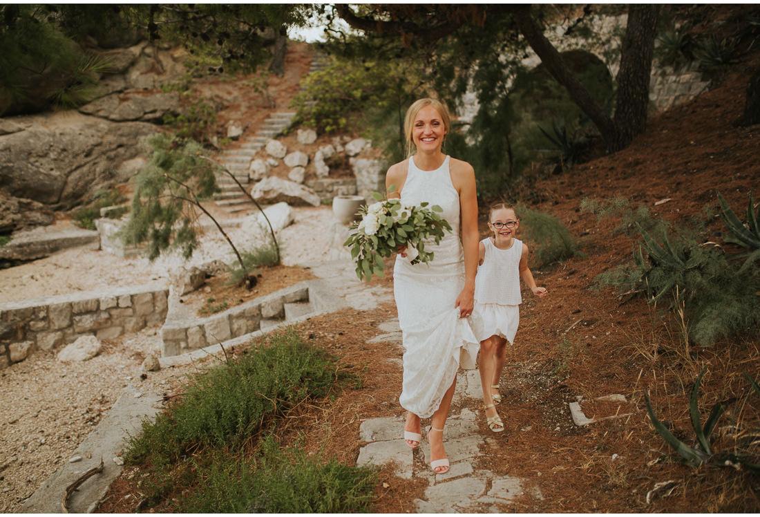 bride holding a bridal bouqet